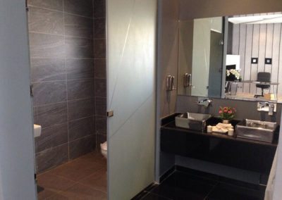 bathroom-437210_640